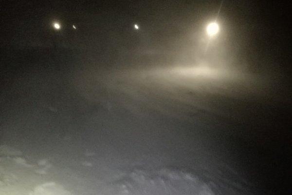 Viditeľnosť bola skoro nulová, snežilo a fúkal silný vietor.