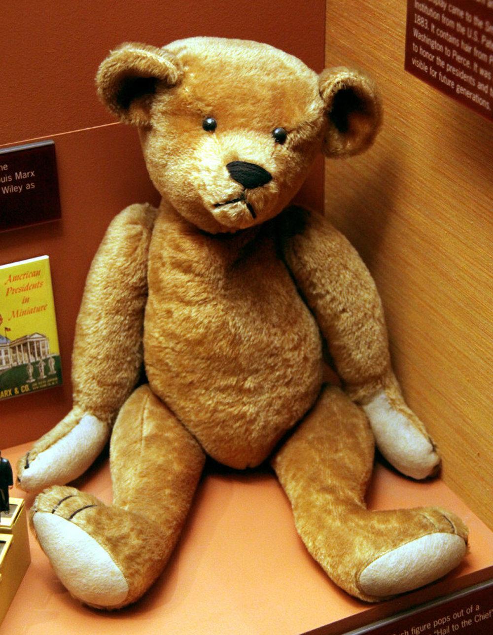 Takto vyzeral Teddy Bear v roku 1903. Tento originálny kus je uložený v The Smithsonian Museum of Natural History.