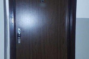 Za týmito dverami malo dôjsť k vražde.