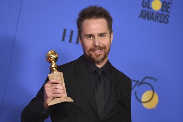 Americký herec Sam Rockwell, ktorého vyhlásili za najlepšieho herca vo vedľajšej úlohe vo filme Tri bilbordy kúsok za Ebbingom.