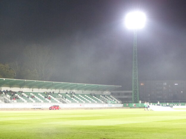 Futbalisti Skalice sa môžu pýšiť umelý osvetlením.