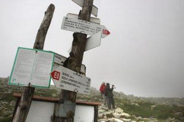 Pobyt na horách dnes môže byť riskantný.