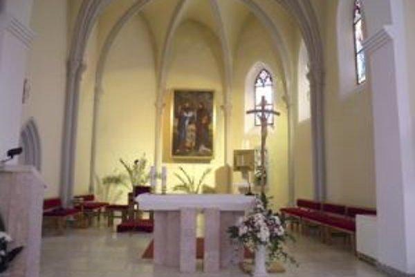 Interiér kostola v Selciach