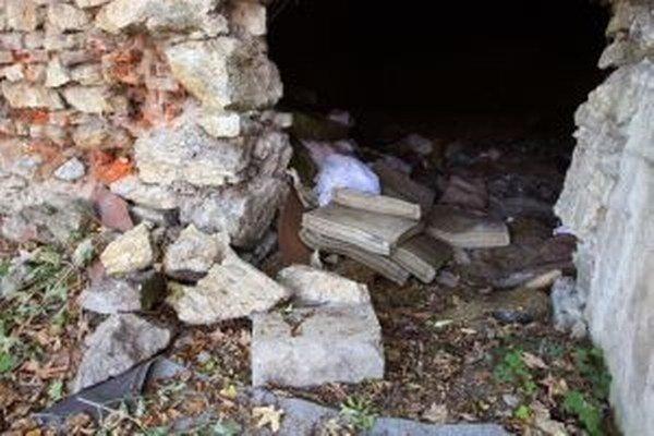 Bývalý Vančov mlyn ukrýva rozsiahly podzemný priestor sp zaujímavou históriou. Dnes je smetiskom.