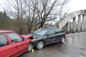 Pri tejto nehode policajti u vodičov alkohol nezistili.