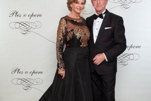 Slavomír Hatina, predseda predstavenstva BIATEC Group s manželkou