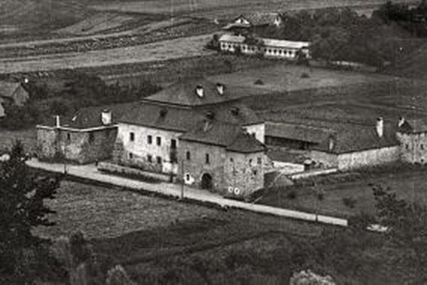 Kaštieľ Mateja Korvína, nazývaný aj Soví hrad už dnes nestojí. Nachádzal sa neďaleko dnešného Tesca.