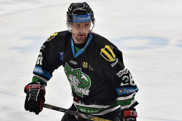 Marek Dubec vdrese HC Nové Zámky. Svoju sedemnásťročnú kariéru ukončil tam kde shokejom začínal. Za HC Nové Zámky odohral takmer dve sezóny vnajvyššej slovenskej súťaži.