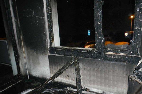 Požiar na Tajovského ulici byt takmer úplne zničil.