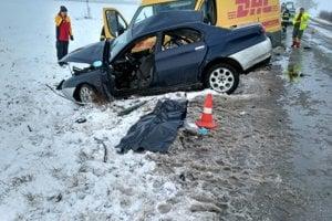 Pri dopravnej nehode zahynula mladá žena.