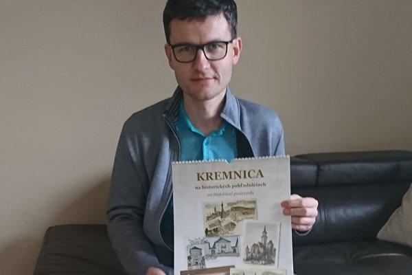 Viliam Weiss s aktuálnym kalendárom.