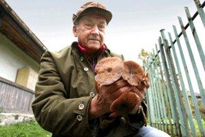 Ondrej Šimo musel krásne huby, ktoré mu vyrástli priamo na dvore, vyhodiť do odpadu.