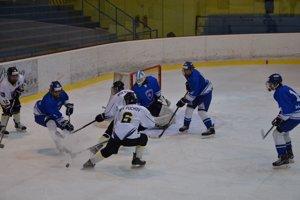 Dorastencom Púchova (v bielom) jeden gól proti Martinu na body nestačil.