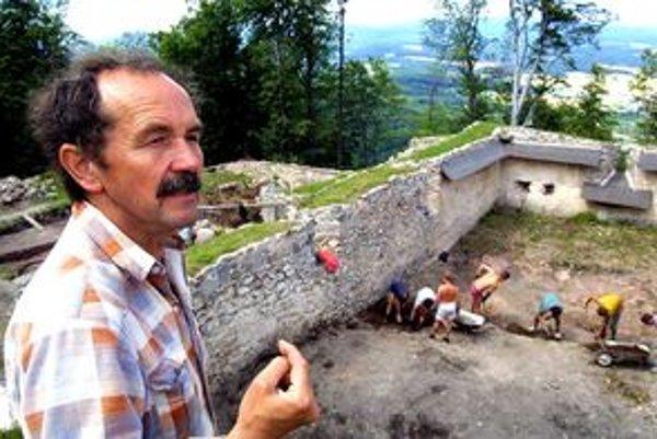 Václav Hanuliak sa venoval výskumu Pustého hradu.