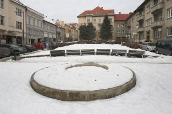 """V Národnej ulici stála ešte v druhej polovici minulého storočia jedna z najkrajších mestských fontán. Dnes ju """"zdobí"""" toto čudo"""