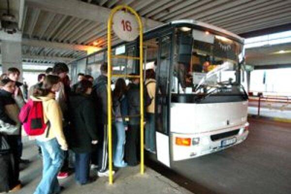 Cestovné na prímestských linkách zatiaľ nezdvihnú
