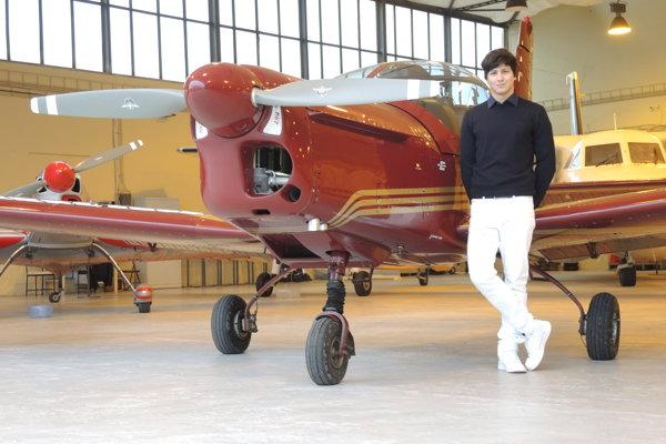 Absolvent tunajšej strednej odbornej školy Richard Konvický sa stará o letecký park múzea.