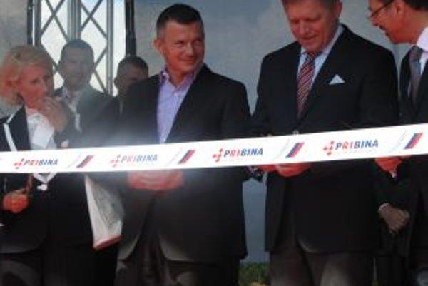 Slávnostného odovzdania úseku sa zúčastnil premiér Robert Fico a minister dopravy Ján Počiatek