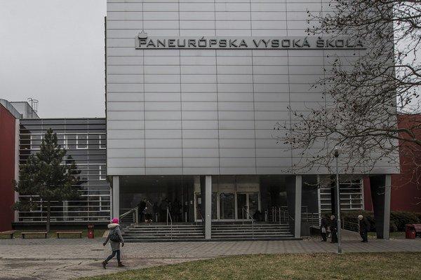 Paneurópsku vysokú školu potichu predali českému boháčovi.