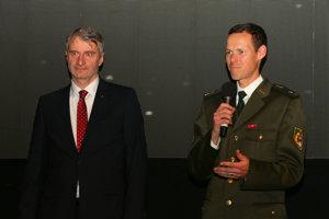 Matej Tóth s Dr. Róbertom Mistríkom, ktorý sa pričinil o jeho oslobodenie z dopingovej kauzy.