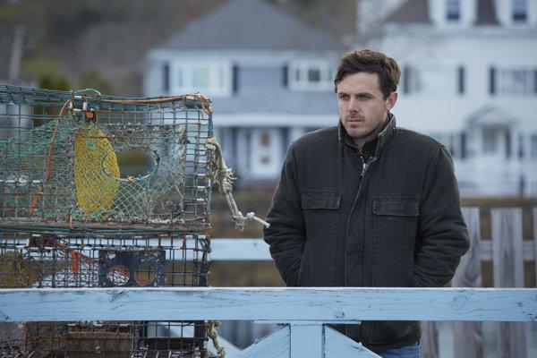 Casey Affleck vo filme Manchester By The Sea, za ktorý má Oscara.