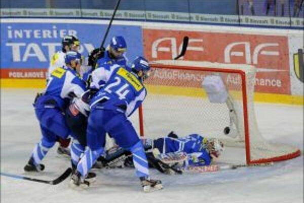 Prvý gól Zvolena po skrumáži pred brankárom Popradu Alexom Westlundom.