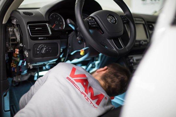 VAM je moderný zabezpečovací systém proti krádežiam áut.