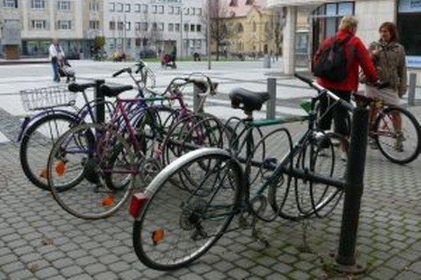Do práce na bicykli nemôže ísť každý.
