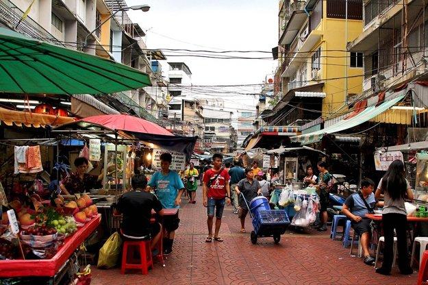 Miestne trhy ponúkajú autentické dobrodružstvo z Thajska.