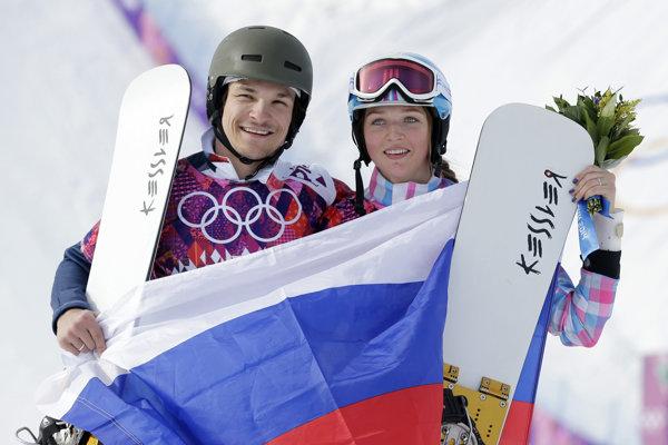 Ruský snoubordový pár Victor Wild a jeho manželka Aľona Zavarzinová.