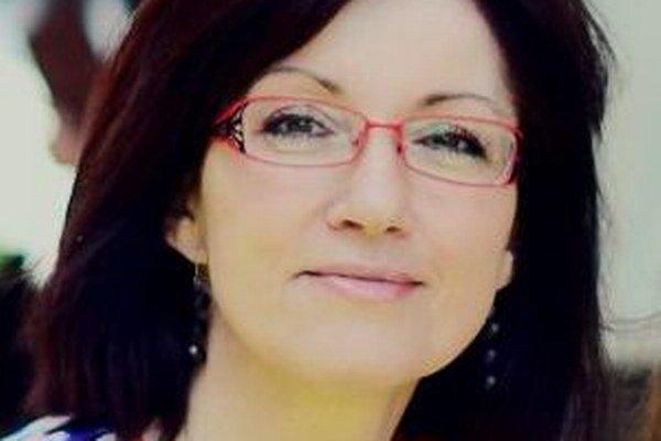 Erika Jarkovská prežila detstvo v Turčeku uprostred Kremnických vrchov. Vyštudovala chémiu v Banskej Štiavnici, pracuje a žije s rodinou vo Zvolene.