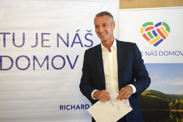 Richard Raši (Smer). Neúspešný kandidát vo voľbách župana.