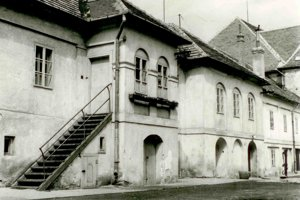 Kapitánska budova pred rekonštrukciou, 70. roky 20. storočia.
