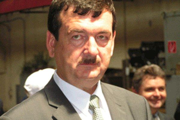 Bývalý minister Ľudovít Černák fabrike v Krupine verí.