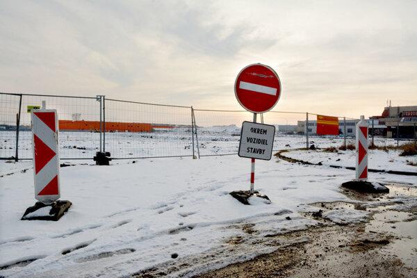 VKošiciach je zatiaľ len jama. Tu by do roku 2020 mal stáť nový štadión.