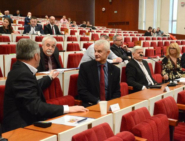 Jakubovove výhrady. Poslancovi sa nepozdával spôsob voľby predsedu komisie ani jej členov.