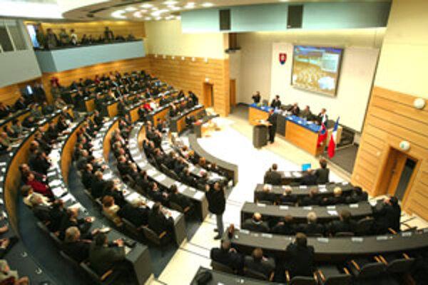 Ustanovujúce zasadnutie krajských poslancov bude zajtra.