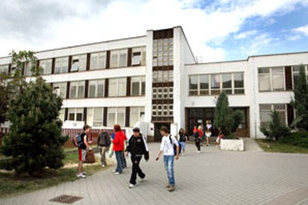 Deviata základná škola na sídlisku Západ vo Zvolene.