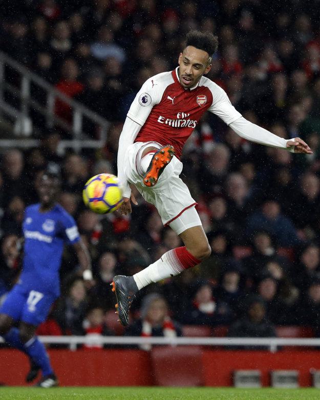 Pierre-Emerick Aubameyang prispel gólom k víťazstvu Arsenalu.