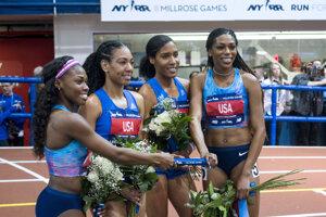 Americká štvorica vylepšila svetový rekord na 4x800 metrov. Zľava Chrishuna Williamsová, Charlene Lipseyová, Ajee' Wilsonová a Raevyn Rogersová.