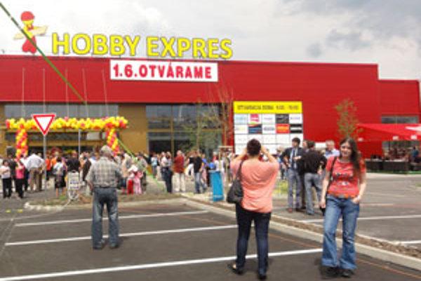 Včera otvorili ďalšie obchodné stredisko.