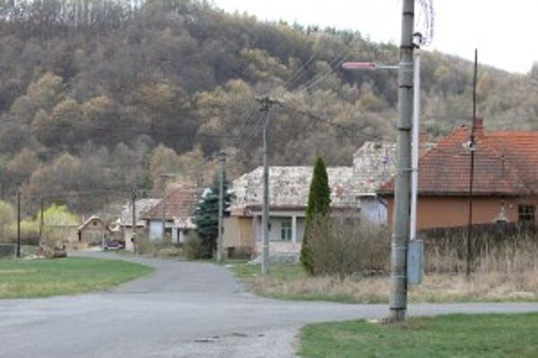Ľudí zo Slatinky vysťahovali do náhradných bytov vo Zvolenskej Slatine na Vianoce 1999.