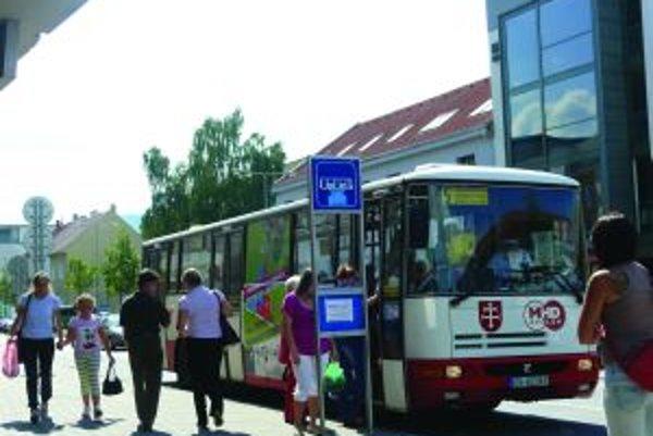 Autobusy budú premávať po nových trasách.