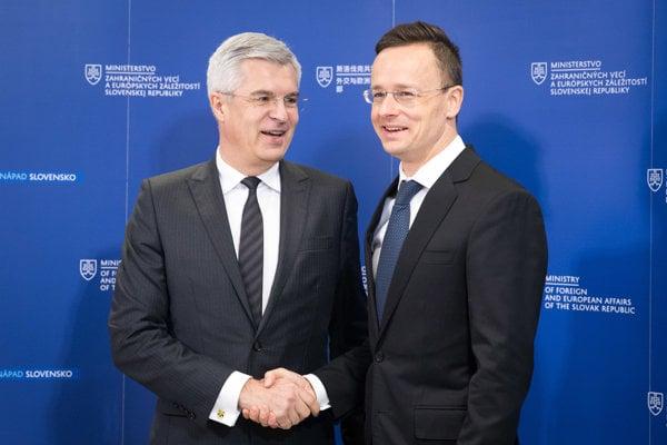 Zľava: Štátny tajomník MZVaEZ SR Ivan Korčok a minister zahraničných vecí a zahraničného obchodu Maďarska Péter Szijjártó.