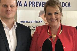 Jozef Cech, riaditeľ Úradu práce, sociálnych vecí a rodiny Čadca a Alena Hrašková, riaditeľka Centra pedagogicko-psychologického poradenstva a prevencie v Čadci.