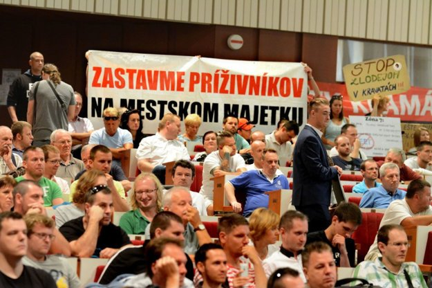 Len máloktorá samosprávna téma dokázala na Slovensku vyburcovať takú aktivitu ľudí, ako parkovacia politika v Košiciach.