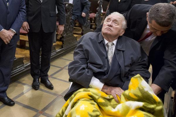 Zdravotný stav Michala Kováča sa podľa jeho advokátky už len zhoršuje. Sudkyňa si vyžiadala lekársku správu.
