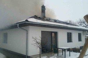 Nový rodinný dom zachvátil požiar.