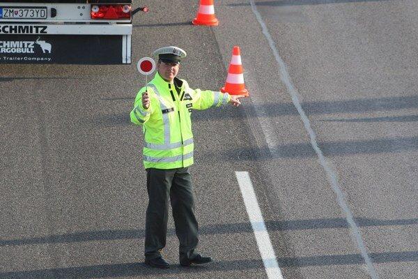 Vodič došoféroval, keď ho zastavila polícia.