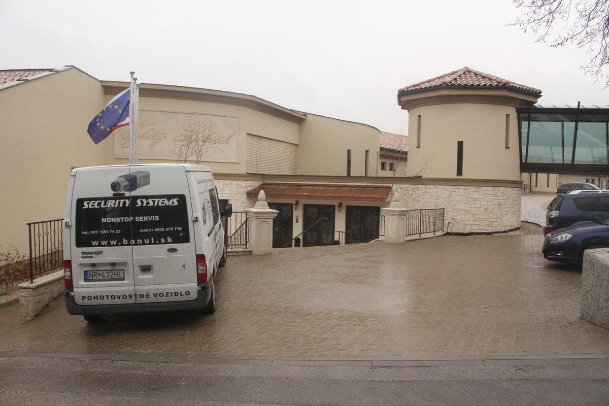 Ľudia z Babindola majú dovolené opraviť hotel blízky Smeru - domov.sme.sk